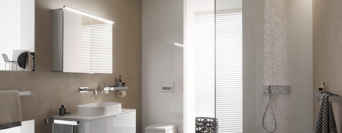 LED-illuminated mirror cabinet with adjustable shelves